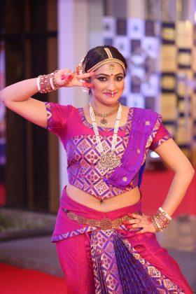 Actress Hari Priya in Pink Classical Dress Photos (5)