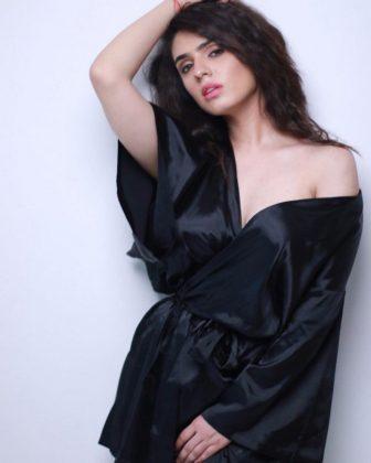 Actress Sidhika Sharma Spicy Looks