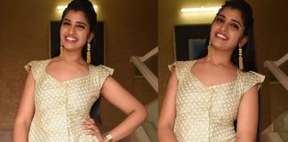 Anchor Shyamala Glowing Smiley Photos