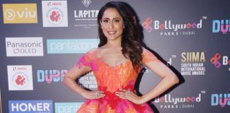 Pragya-Jaiswal-at-SIIMA-Awards-2018-pics