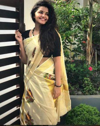 Anupama Kutty Cutie Smiley Clicks