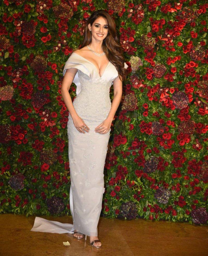 Disha Patani cleavage show deepika ranveer reception
