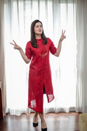Raashi Khanna Ravishing In Red Outfit (2)