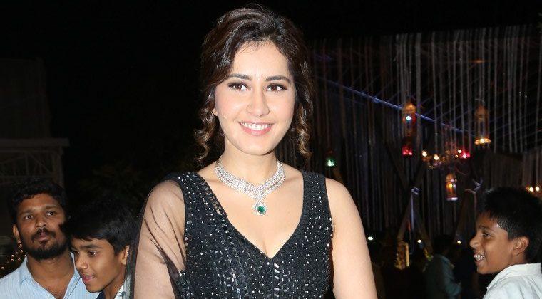 Raashi Khanna Stunning In Black (2)