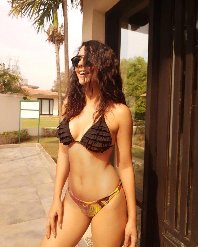 Ruhi Singh bikini pics