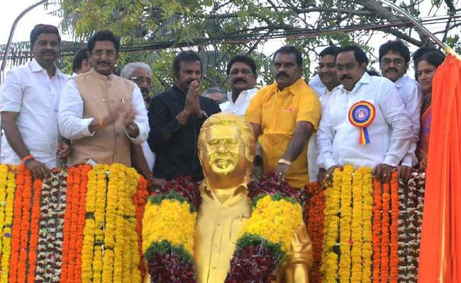 mohan babu unveils dasari narayana rao statue