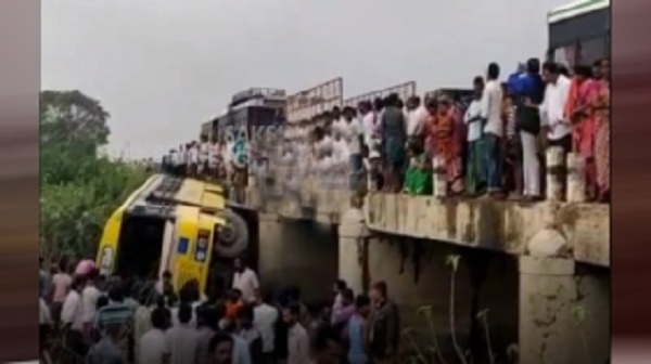 school bus accident in guntur